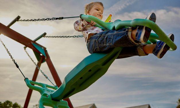 Giv dit barn en masse sjov og glæde ved at få fat i en gynge til haven